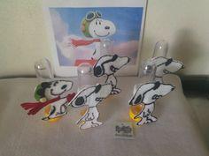 Recorte de feltro com pintura em alto relevo do personagem Snoopy. Tamanho 9 cm de altura. Veste tubetes de 8 e 12cm. (N acompanha o Tubete e as balas)