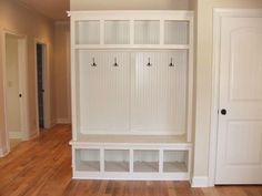 Foyer Storage Mudroom Bench with Storage Beautiful Foyer Stor on Entryway Storage Bench Plans Free Quick Woodworking Projects Home Living, My Living Room, Luxury Living, Home And Deco, Home Interior, Interior Design, Home Organization, Organizing Ideas, Sensory Bins