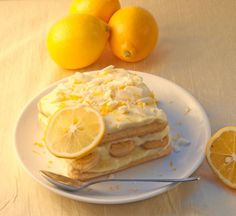 I love tiramisu, I love lemon - it's tangy and tasty! Bon Dessert, Dessert Aux Fruits, Dessert Bread, Easy Summer Desserts, Just Desserts, Dessert Recipes, Limoncello, Lemon Recipes, Sweet Recipes