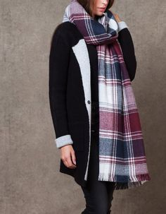 Double-sided check scarf - SCARVES - WOMAN | Stradivarius Croatia