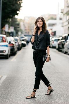Emmanuelle Alt-- love her black on black on black street style at Fashion Week Spring-Summer 2017 Milan Fashion Milan, Work Fashion, Street Fashion, Denim Fashion, Fashion Fashion, Fashion Trends, Fashion Blogs, Fashion Weeks, Fashion Watches