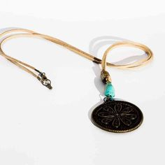 Collar Boho con turquesa y medallon. www.lauritalacomplementos.com