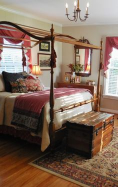 .Lovely Colonial Style Bedroom