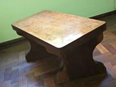 Mesa feita 100% em madeira de lei imbuia com 5 cm de espessura, envernizada,pode ser usada como mesa de centro,mesa de canto,mesa de apoio,etc,Com um lindo design exclusivo.Valoriza muito qualquer ambiente.