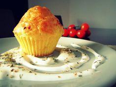 BRIOȘE APERITIV CU BRÂNZĂ ȘI CAȘCAVAL Snack Recipes, Snacks, Tasty, Yummy Food, Natural Health, Muffin, Goodies, Food And Drink, Appetizers