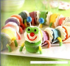 Caterpillar cupcake! Gewoon bouwen van regenbook cupcakes en verschillende soorten snoep. Leuk voor een lente-kinderfeestje!