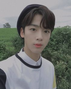 Yohan in quantum leap shooting~ ㅠㅠㅠㅠㅠㅠㅠㅠㅠㅠ I love this selca so much because the hat is just so cute and extra.