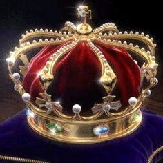 Greece 10 In 1959, Albrecht, Duke of Bavaria presented the Greek Crown Jewels (also called the Greek Regalia) back to King Paul of Greece. Greek monarchs since Otto had not been crowned. Nevertheless the Crown Jewels of Otto were accepted and remain in Greece.