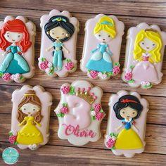 Sugar crush cookies - timeline decorated sugar cookies in 20 Cookies For Kids, Fancy Cookies, Cute Cookies, Royal Icing Cookies, Sugar Cookies, Disney Princess Cookies, Disney Cookies, Princess Cakes, Disney Princess Birthday Party
