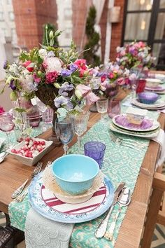 runners on the sides of the table + mismatched china