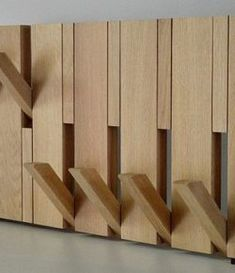 Ideas modern wood furniture diy coat racks for 2019 Wood Coat Hanger, Diy Coat Rack, Coat Racks, Diy Furniture Projects, Woodworking Projects, Cool Wood Projects, Furniture Buyers, Luxury Furniture, Modern Wood Furniture