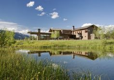 The Peaks View Residence Is Warm And Rustic | Nimvo - Interior Design & Luxury Homes