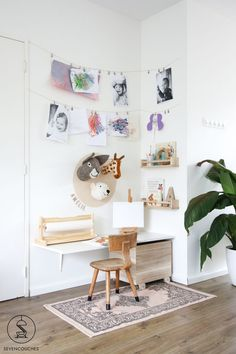 Weekend DIY: from an empty corner to a gaming table in no time - A low budget gaming table with a personal touch. Kids Study Spaces, Kid Spaces, Creative Kids Rooms, Bohemian Bedroom Decor, Baby Room Design, Ideas Geniales, Kids Corner, Art Corner, Toy Rooms