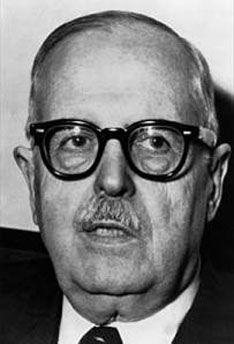 Bernardo Alberto Houssay (10 de abril de 1887 - 21 de septiembre de 1971), fue un médico y farmacéutico argentino nacido en Buenos Aires. Por sus descubrimientos sobre el papel desempeñado por las hormonas pituitarias en la regulación de la cantidad de azúcar en sangre (glucosa), fue galardonado con el Premio Nobel de Medicina en 1947, siendo el primer argentino y latinoamericano laureado en Ciencias (Carlos Saavedra Lamas, también argentino, recibió en 1936 el Premio Nobel de la Paz).