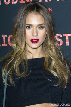 Whether Jessica Alba is acting as a superhero in the film or playing the role of a super mom, she is always spotted with her stunning hairstyles. Here are the top 21 Jessica Alba. Jessica Alba Style, Jessica Alba Hair, Hair Inspo, Hair Inspiration, Dark Red Lips, Ombre Hair, Her Hair, Hair Makeup, Eye Makeup