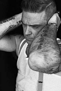 Robbie Williams :D Robbie Williams Tattoos, The Voice Of Holland, Robert Williams, James Blunt, Gq Magazine, Ed Sheeran, Celebs, Celebrities, No One Loves Me