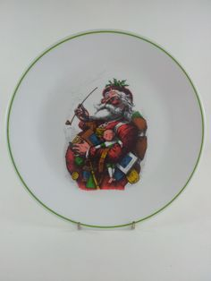 Great vintage Corelle cookie plate in super condition. It measures 10.25 in diameter and only has one tiny manufacturing flaw in the green border,