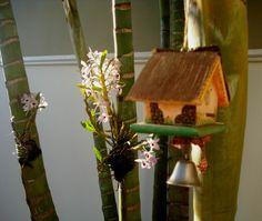 in my garden Eu que customizei essas casinha de passarinhos (tem um sininho embaixo) Ká Tivirolli