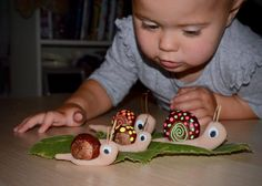 What To Do With Conkers, Acorns & Hazelnuts – Activities for Kids - Kleinkind Basteln Autumn Activities For Kids, Autumn Crafts, Fall Crafts For Kids, Nature Crafts, Toddler Crafts, Crafts To Do, Toddler Activities, Diy For Kids, Arts And Crafts
