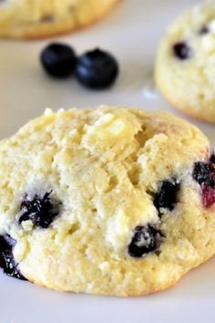 keto cookie recipes Folding frozen chunks of cream cheese into a sour cream sugar cookie base makes for a wonderfully cheesecakey-flavored cookie! Add in blueberries, and you've got Sour Cream Sugar Cookies, Cream Cheese Cookies, Easy Cookie Recipes, Baking Recipes, Dessert Recipes, Blueberry Cheesecake Cookies, Blueberry Cream Cheese Muffins, Blueberry Jam, Keto