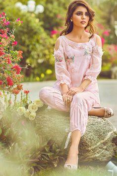 Exhibition Hit List: Farida Hasan's exhibition! Simple Pakistani Dresses, Pakistani Dress Design, Pakistani Outfits, Simple Dresses, Indian Dresses, Indian Outfits, Pyjamas, Fashion Pants, Fashion Dresses