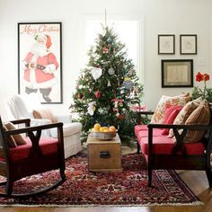 Cool 50 Cozy And Vintage Christmas Living Room Decoration Ideas. More at https://50homedesign.com/2017/12/12/50-cozy-vintage-christmas-living-room-decoration-ideas/