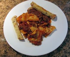 Ever grab a package of ground beef from the freezer 'saying to yourself, I'll decide what to with it at dinner time'.  Tonight it was a meat sauce over packaged three cheese Ravioli, toasted Italian bread strips accompanying it.   Dang, forgot the veggie.  Tomorrow night will have to be a chef's salad!