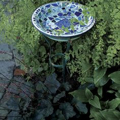 Making Mosaic Garden Art is part of garden Decoration Art Turn bits and pieces of broken china and tile into unique garden ornaments - Mosaic Birdbath, Mosaic Garden Art, Mosaic Art, Mosaic Glass, Easy Mosaic, Cement Garden, Stained Glass, Mosaic Crafts, Mosaic Projects