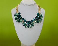 Green statement necklace. Rebeca Arias Accesorios