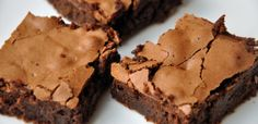 Extra dark chocolate chip brownie recipe by Santa Barbara Chocolate is the excellence you seek in baking. Try it with dark chocolate or even pure cacao. Kakao Brownies, Dark Chocolate Brownies, Chocolate Brownie Cookies, Chocolate Chip Brownies, Dark Chocolate Chips, Best Chocolate, Chocolate Flavors, Chocolate Recipes, Marshmallow Brownies