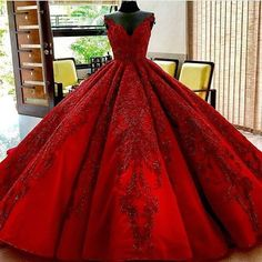 Lange bodenlangen Ballkleid Quinceanera Kleider Abendkleider glamourösen Abendkleid Burgunder Graduaction Kleider You are in the right place about Evening Dress fitted Here we offer you the Red Ball Gowns, Ball Gowns Prom, Ball Dresses, Puffy Prom Dresses, Flapper Dresses, Red Gowns, Dresses Dresses, Long Dresses, Fashion Dresses