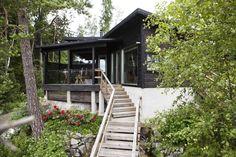moderni huvila ja saunatupa Decks, Cottage Design, Cabin Plans, Good Times, Countryside, Home And Garden, House Styles, Summer, Home Decor