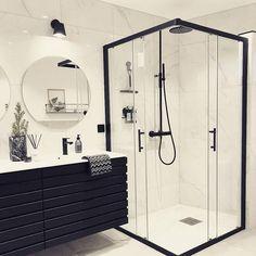 Banheiro preto e branco: 50 dicas e inspirações Dream Home Design, House Design, Bathroom Goals, Dream Bathrooms, Master Bathrooms, Small Bathrooms, Beautiful Bathrooms, Small Bathroom Suites, Farmhouse Bathrooms