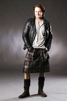 "Outlander #Jamie Fraser - ""Sam Heughan/Jamie wears his kilt with almost a long skirt hanging down the back that swings beautifully when he moves,"" Outlander costumer Terry Dresbach says. Description from pinterest.com. I searched for this on bing.com/images"