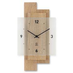 """Holzwanduhr Schneewald - Wanduhr aus Holz Für diese Wanduhren werden nur hochwertige und zertifizierte Massivhölzer verwendet. Die erste Kollektion """"Clocks. Wood. Love."""" kombiniert die Varianten Nuss, Eiche oder Ahorn mit Rinde, Farn oder Heu. Das Material der Deckplatten wird in alpinen Lagen gesammelt und in einem speziellen Verfahren gepresst und zu Platten verarbeitet. Kombiniert wird der Dreiklang der Natur mit einer bedruckten Echtglasplatte und einem geräuscharmen Quarz-Uhrwerk."""
