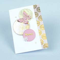 Upea perhoskortti on valmistettu kuviopapereista sekä värillisestä kartongista kuvioleikkurin ja -terien avulla. Voit korvata onnea-sanan ystävälle-tarralla. Diy, Bricolage, Diys, Handyman Projects, Do It Yourself, Crafting