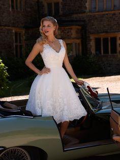 V Neck Sleeveless Short Lace Patterns Wedding Dress _2