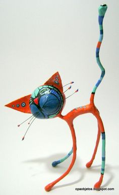 objetos de papel maché y cartapesta abstract animals and complimentary - Sculpture - Print the sulpture yourself - Opa! objetos de papel maché y cartapesta abstract animals and complimentary color schemes (middle school) Paper Mache Projects, Paper Mache Clay, Paper Mache Sculpture, Paper Mache Crafts, Sculpture Art, Art Projects, Diy Paper, Paper Art, Arte Linear
