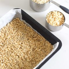 This super easy healthy recipe for 5 ingredient, one bowl no bake homemade muesli bars or granola bars is going to be your kids new favourite snack! Perfect for lunchboxes, they only take 10 minutes t Homemade Hamburger Buns, Homemade Hamburgers, Homemade Muesli Bars, Chocolate Chips, Chocolate Muffins, White Chocolate, Banana Oatmeal Muffins, Base Recipe, Peanut Butter Roll