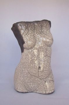 Raku fired female torso by Susan Fox Ceramic Figures, Clay Figures, Ceramic Artists, Raku Pottery, Pottery Art, Belly Cast Decorating, Pottery Angels, Advanced Ceramics, Female Torso