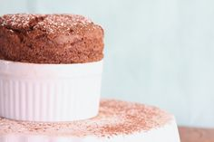 Huge tutorial on making a chocolate souffle. Other bloggers commented that they followed the tips and that it worked perfectly!