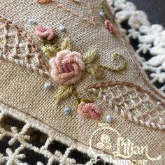 """Rosinha de Rococó... minha preferida! Parte do """"Coração Varicor""""!!!#bordado #dmc #dmcembroidery"""