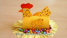DIY step by step easter chicken! DIY step by step easter chicken! Diy Step By Step, Diy Ostern, Toilet Paper Roll, Construction Paper, Diy Hacks, Card Stock, About Me Blog, Easter, Chicken