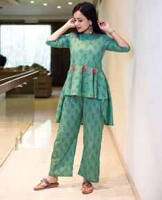 So cute detailing with button- Tassels Girls Dresses Sewing, Stylish Dresses For Girls, Stylish Dress Designs, Dress Neck Designs, Designs For Dresses, Pakistani Fashion Party Wear, Pakistani Dresses Casual, Pakistani Dress Design, Casual Dresses