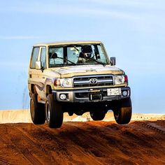 Toyota Land Cruiser - Twitter / ToyotaALJ: اجمل القفزات لـ ... Toyota Lc, Toyota Tacoma, Toyota Land Cruiser, Land Cruiser 70 Series, Best 4x4, Offroad, Cool Cars, Dream Cars, Jeep