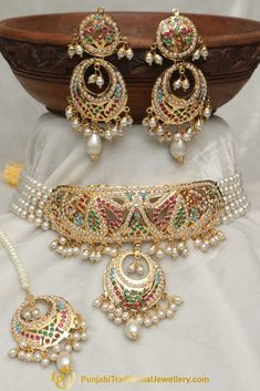 Jewelry OFF! Jadau Multi Pearl Choker Necklace Set By Punjabi Traditional Jewellery Pearl Necklace Designs, Jewelry Design Earrings, Gold Earrings Designs, Gold Jewellery Design, Necklace Set, Gold Necklace, Gold Jewelry Simple, Stylish Jewelry, Fashion Jewelry