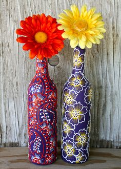 icu ~ Large wine bottle painted a light purple. with jeweled grape design. - Wijnflessen decoreren, Wijnfleswerkjes en Beschilderde wijnflessen ~ Large wine bottle painted a light purple. with jeweled grape design. Wine Bottle Vases, Recycled Glass Bottles, Glass Bottle Crafts, Painted Wine Bottles, Lighted Wine Bottles, Diy Bottle, Bottles And Jars, Decorated Bottles, Bottle Painting