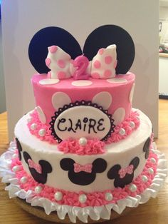 Minnie Mouse Cake, 1 instead of two. Name placement is good, love the minnie faces around bottom layer. Torta Minnie Mouse, Mini Mouse Cake, Minnie Mouse Birthday Cakes, Bolo Minnie, Minnie Cake, Minnie Mouse Baby Shower, Mickey Mouse Cake, Birthday Cake Girls, Mickey Minnie Mouse