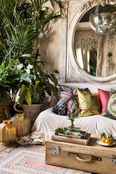 The Top Interior Design Trends for 2019 - Trend Home Design Ideen 2019 Tropical Home Decor, Tropical Interior, Bohemian Interior, Luxury Interior, Tropical Colors, Tropical Living Rooms, Bohemian Decor, Tropical Bathroom, Natural Interior
