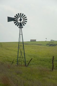 This old windmill is in the Smoky Hills near Mushroom Rock State Park. Farm Windmill, Old Windmills, Summer Scenes, Country Scenes, Farms Living, Travel Oklahoma, Water Tower, Wind Power, Old Farm